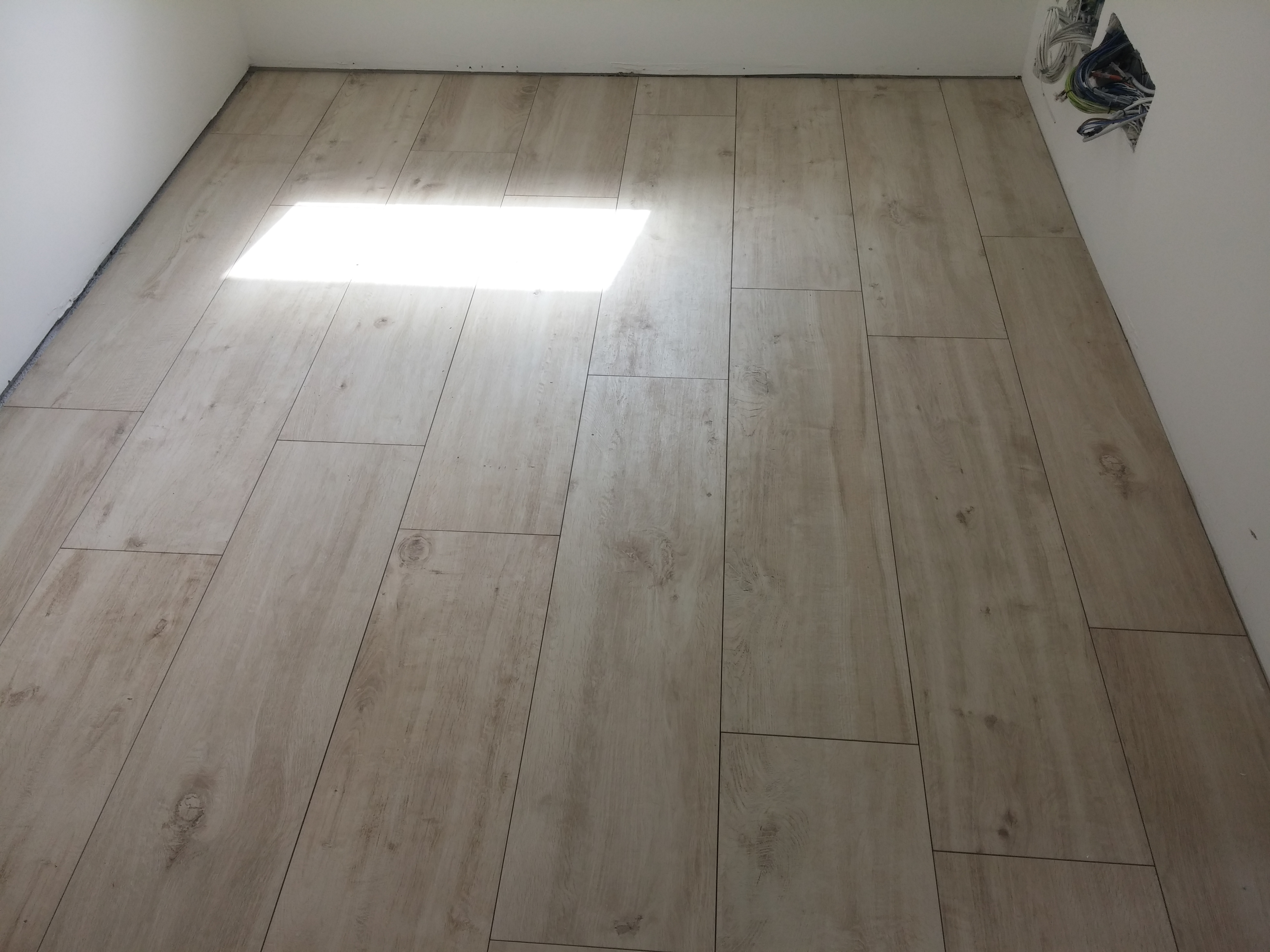 Camere da letto mondo convenienza for Gres simil parquet