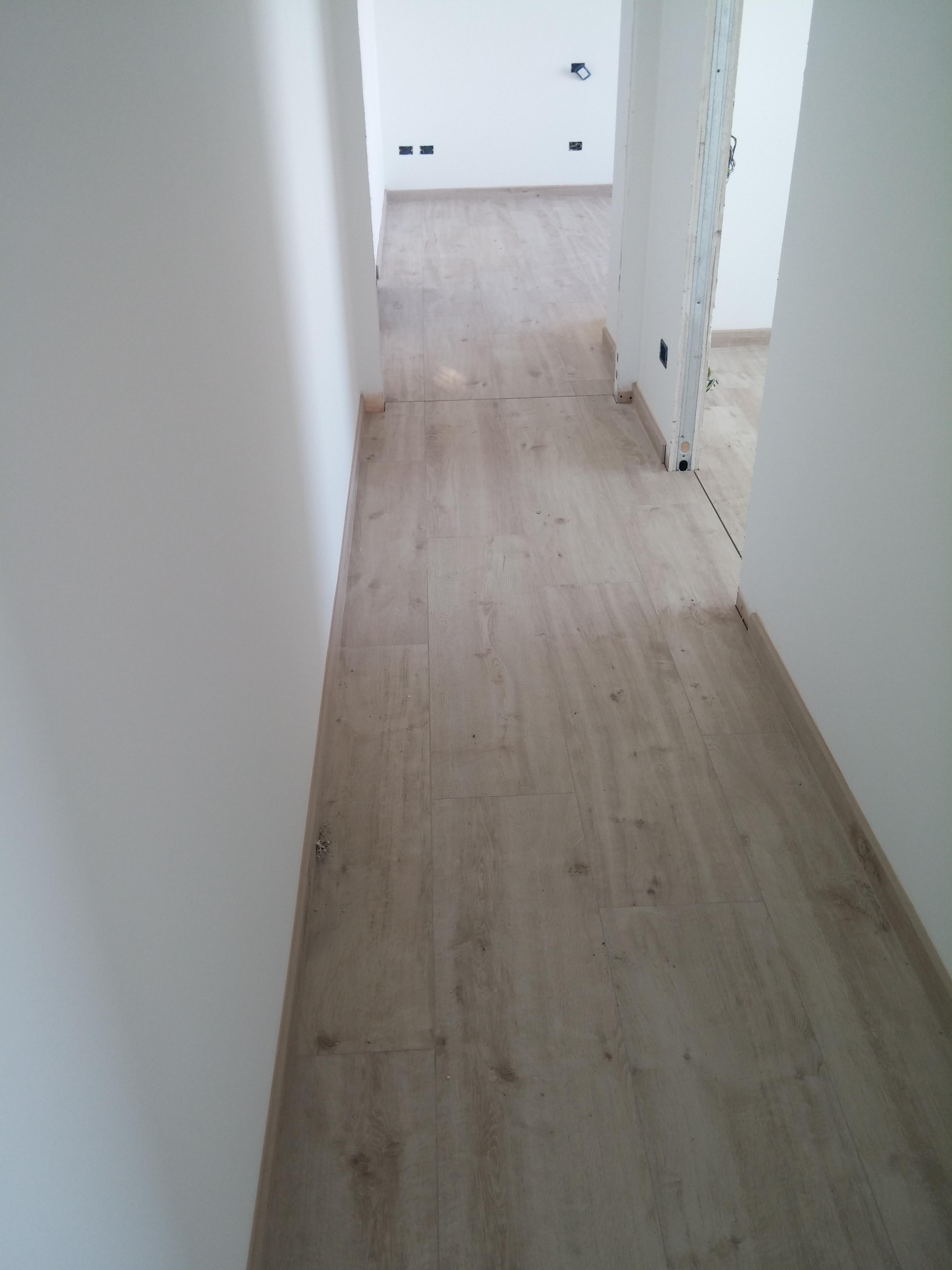 Pavimento in gres effetto legno pavimento effetto legno - Pavimento in legno in cucina ...