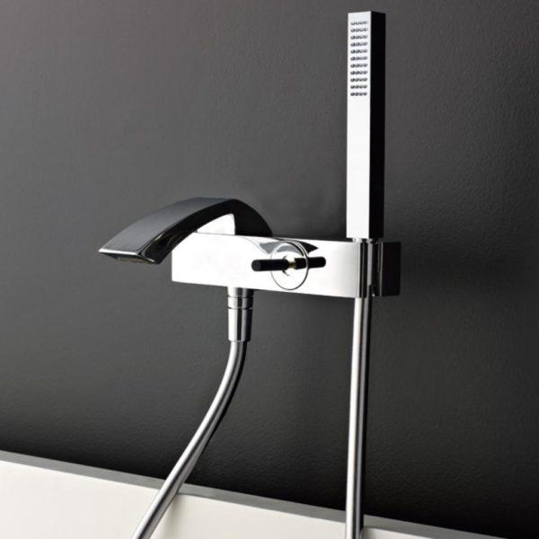 miscelatori lavabo, bidet, vasca e un soffione doccia