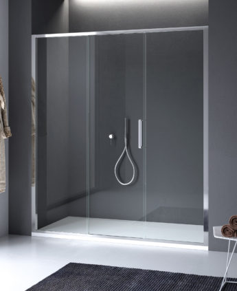 Calibe realizza con stile lineare per questo modello di cabina doccia ad apertura scorrevole.