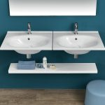 A lavabi dai bordi sottili da 100 80 60 cm sospesi o da mobile, sanitari sospesi e a filo muro, la collezione aggiunge un vaso speciale con scarico TRASLATO ed un bidet speciale OPEN BIDET