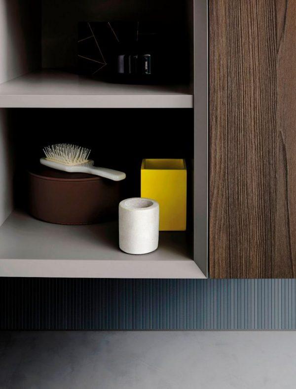 Teso: L'anta sottile per un modello versatile, moderno e lineare.