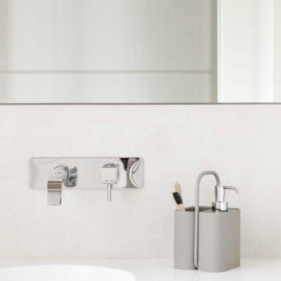 Dispenser di sapone o igienizzante con contenitore annesso.